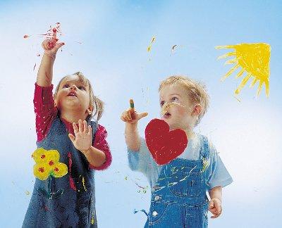Fingerfarben mit der Kinder malen