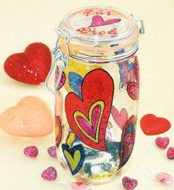 Muttertags-Geschenk: Glas mit Herzen
