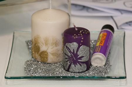 Kerzen mit Glitterstiften gestaltet