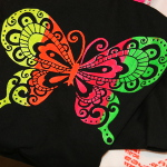 t-shirt schmetterling in neon farben